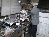 ضبط 6 منشآت غذائية بدون ترخيص و إعدام أغذية للتغير فى الخواص بالدقهلية.. صور