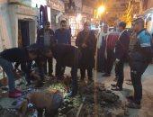 إصلاح كسر ماسورة مياه للشرب بالمنتزه شرق الإسكندرية.. صور