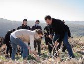 الرئيس السورى وقرينته يشاركان الطلاب السوريين فى حملة تشجير.. فيديو وصور