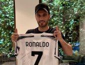 """عمر السومة يتلقى هدية خاصه من """"مثله الأعلى"""" كريستيانو رونالدو"""