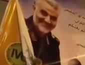 بالصور.. فلسطينيون يمزقون لافتة لقاسم سليماني في فطاع غزة