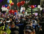 صور.. حشود تملأ شوارع مدينة ووهان الصينية للاحتفال بالعام الجديد