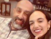 أحمد صيام وابنته بسنت يهنئان جمهورهما بالعام الجديد بطريقة طريفة.. فيديو