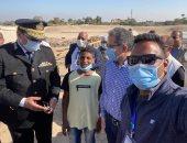 وزير السياحة والآثار يلتقى بالطفل حسن صاحب أشهر فيديو لسائح أردنى بالأقصر