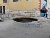 محافظ الإسكندرية يكلف بالتعامل الفورى مع حادث هبوط أرضى بالعامرية.. صور