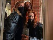 بيلا حديد تقضى احتفالات السنة الجديدة فى نيويورك بصحبة صديقاتها.. صور