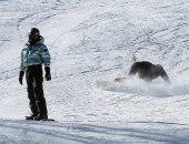 كايلى جينر تتعرض لموقف محرج وتسقط أثناء رحلة تزلج مع شقيقتها كيندال..صور