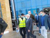 محافظ بورسعيد يتفقد مستشفى 30 يونيو ويوجه بسرعة إنهاء أعمال الكهرباء.. صور