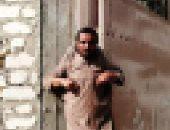 """تداول صور لنجار يتنمر على شاب """"معاق"""" فى الشرقية.. ومصدر أمنى: تم ضبط الجناة"""