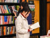 """""""العلم نور"""".. إقبال كبير على القراءة بالصين فى زمن كورونا"""