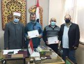 رئيس الإسكندرية الأزهرية يكرم إدارة التنسيق لتفانيهم فى العمل