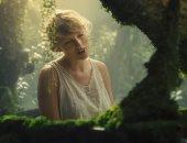 تايلور سويفت تحتفل بمرور عام على ألبومها Folklore على طريقتها الخاصة