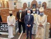 محافظ بورسعيد يزور عددا من الكنائس للتهنئة بعيد الميلاد المجيد.. صور