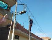 حملة شبابية لصيانة وإصلاح أعمدة الإنارة بقرية فى الشرقية