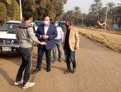 نائب محافظ الجيزة يتفقد مشروعات الرصف بقرية سقارة وطريق المريوطية الغربي