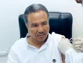 الفنان محمد عبده يتلقى لقاح كورونا في السعودية.. فيديو وصور
