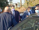 وزير النقل يصل محور ديروط الحر لتفقد نسب التنفيذ