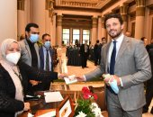 النائب حسام غالى يتسلم بطاقة عضويته بمجلس النواب.. صورة