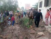 الأجهزة التنفيذية بالشرقية تعيد فتح طريق بقرية فى بلبيس تعدى عليه مواطن بالزراعة