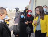 محافظ دمياط  تتفقد رصف طريق الدكتور مشرفة وتوجه برفع اشغالات شارع الشرباصى