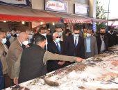 محافظ بورسعيد ووفد المنظمة العربية للتنمية الإدارية يتفقدون سوق الأسماك