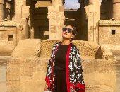هند صبرى بإطلالة مميزة أمام أحد المعابد المصرية القديمة