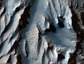 مسبار ناسا يلتقط صورًا لأكبر وادي في النظام الشمسى.. صور