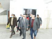 جامعة أسيوط تشدد على التزام المترددين بالعيادات الخارجية بالإجراءات الاحترازية