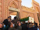 توافد سيد رجب وأحمد أمين وتامر عبد المنعم للمشاركة فى جنازة والد بيومى فؤاد
