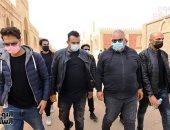 بيومى فؤاد يشيع جثمان والده بمشاركة الفنانين