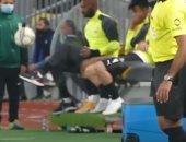 """شيكابالا يداعب الكرة في وصلة مهارات على """"دكة"""" الزمالك.. فيديو"""