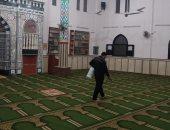 الأوقاف تواصل نظافة وتعقيم المساجد استعدادا لصلاة الجمعة.. صور