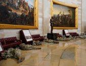"""الحرس الأمريكى """"يفترش"""" أرضية الكونجرس بعد أسبوع من الاقتحام.. ألبوم صور"""