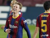 """ريال سوسيداد ضد برشلونة .. دي يونج يتقدم للبارسا برأسية """"فيديو"""""""