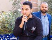 """الممرض المنشد.. محمود يبتهل لمرضى كورونا داخل غرف العناية بمستشفى العزل """"فيديو"""""""