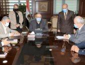 محافظ بنى سويف يشهد توقيع بروتوكول تنفيذ أعمال رصف بعدة طرق