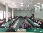 رئيس مدينة المنيا يناقش خطة الرصف والطرق المقترحة