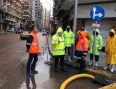 رئيس شركة الصرف الصحى بالأسكندرية يتابع أعمال سحب مياه الأمطار أثناء نوة الفيضة
