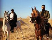 """محمد سامى بصحبة السقا فى صحراء الأهرامات.. والجمهور: """"مستنيين نسل الأغراب"""""""