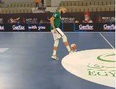 داوود ولا محرز؟.. نجم يد الجزائر يستعرض مهاراته فى تنطيط الكرة