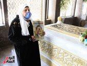"""مسنة بضريح جمال عبد الناصر: """"هزور قبر نصير الغلابة لأخر يوم فى حياتى"""""""