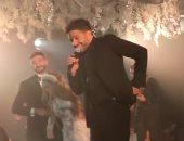 حماقي لـ نادر حمدي فى زفافه: أنت مش عارف إحنا بنحبك إزاى لأنك تستاهل (فيديو)
