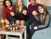 علي الحجار محتفلا بعيد زواجه الـ18 مع زوجته وولديه: ثروتى الحقيقية (فيديو)