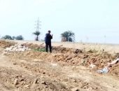 رئيس مدينة الزينية بالأقصر يتفقد تمهيد ورصف طريق خط السكة الحديد الشرقى..صور