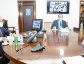 وزير التنمية المحلية و9 محافظين يبحثون مشروع الـ 33 قرية المستحدثة.. صور