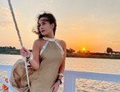 هند صبرى فى أحدث ظهور على ضفاف النيل لحظة غروب الشمس