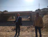 رئيس مدينة القرنة يتفقد مخرات السيول للتأكد من سلامتها وجاهزيتها بالأقصر.. صور
