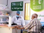 مركز الملك سلمان للإغاثة يوزع سلال غذائية ويقدم خدمات علاجية فى عدة دول