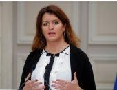 وزيرة فرنسية تطالب بحظر الحجاب.. وتؤكد: لا أتحمل رؤية فتاة صغيرة محجبة.. فيديو