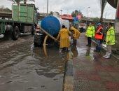 تكثيف أعمال نزح مياه الأمطار بالإسكندرية.. والمحافظة تحذر سرعة الرياح.. صور